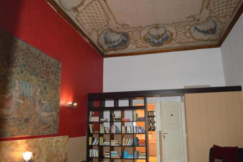It is excellently located, right in the historic centre of Naples.